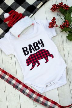 Make a cute homemade baby Christmas or holiday outfit with buffalo plaid Infusible Ink cut with a Cricut.  Full step by step tutorial on how to apply Infusible Ink and a free Baby Bear SVG cut file!  #cricut #babybear Christmas Onesie, Christmas Baby, Simple Christmas, Christmas Decor, Baby Onesie Template, Buffalo Plaid Stockings, Cricut Christmas Ideas, Diy Baby Gifts, Costume Shirts