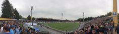 @Darmstadt Das Merck-Stadion am Böllenfalltor ist ein Fußballstadion in der hessischen Großstadt Darmstadt. Es ist Heimstätte des Fußballvereins SV Darmstadt 98. Das Stadion hat nach dem Umbau im Sommer 2015 für die 1. Bundesliga ein Fassungsvermögen von 17.000 Zuschauern #9ine