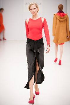 Je Suis Belle 2012 Minimalist Fashion, Capri Pants, Women Wear, Collections, Capri Trousers, Minimal Fashion