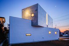 Image 1 of 28 from gallery of Shift Block / Kichi Architectural Design. Photograph by Ippei Shinzawa Modern Architecture Design, Minimalist Architecture, Japanese Architecture, Amazing Architecture, Interior Architecture, Arch House, Dream Home Design, House Design, Piscina Interior