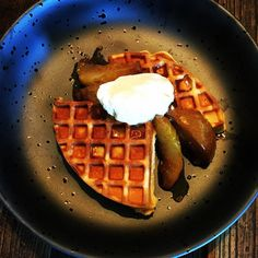 More please sir? Vanilla bean waffles with slow roasted pears in orange cinnamon panela sugar and vanilla with vanilla cream. So scrumptious. X #daisydining #daylesford #catering #daylesfordcatering #bespokecatering #bespoke #traditionalcooking #localproduce #groundedpleasures #ethicalproducts #waffles #pears #roast #vanilla #cream #dessert #cook #cooking #food #foodstyling #foodpics #foodpresentation #privatedinner #privatecook #melbourne #melbournefood #dmproduce #dmpharvest #daisylove…