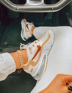 Cute Nike Shoes, Cute Sneakers, Nike Air Shoes, Shoes Sneakers, Aesthetic Shoes, Fresh Shoes, Hype Shoes, Trendy Shoes, Mode Outfits