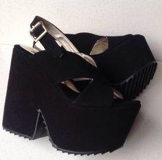 Zapatos Y Sandalias Con Plataforma De Cuero Gamuzado - $ 365,00 Gold Ankle Boots, Heeled Boots, Shoes Heels Wedges, Shoes Sandals, Crazy Shoes, Luxury Shoes, Beautiful Shoes, Chunky Heels, Girls Shoes