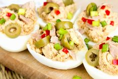 Here at SkinnyMs. weve put a delicious spin on an all-time favorite.Tuna salad meets deviled eggs in this delectable stuffed eggs recipe. Ww Recipes, Clean Recipes, Low Carb Recipes, Cooking Recipes, Healthy Recipes, Good Keto Snacks, Healthy Snacks, 150 Calorie Snacks, Snacks Für Party