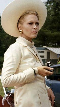 That hat! Those earrings! - Faye Dunaway in 'The Thomas Crown Affair' Costume Designer: Theadora Van Runkle