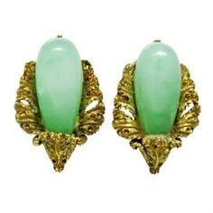 18k gold and jade Buccellati earrings DESIGNER: Buccellati MATERIAL: 18K Gold GEMSTONE: Jade DIMENSIONS: measure 23mm x 15mm WEIGHT: 11.1g MARKED/TESTED: Buccellati,750,Italy CONDITION: Estate PRODUCT