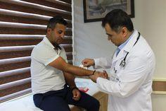 #SağlığınızEminEllerde Göğüs Hastalıkları Uzmanı Dr. İsa ŞAHİN hocamız muayene sonrası misafirimize alerji testi gerçekleştiriyor. #alerji #alerjitesti #muayene #sağlık #hastalık #baypark #göğüshastalıkları #bayparkhospital #isasahin #doktor
