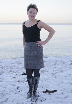 Sew an Easy skirt: made-to-measure jersey knit skirt. Requires less than a yard of knit fabric. Sewing Patterns Free, Sewing Tutorials, Clothing Patterns, Dress Patterns, Knitting Patterns, Sewing Projects, Sewing To Sell, Love Sewing, Sewing Clothes