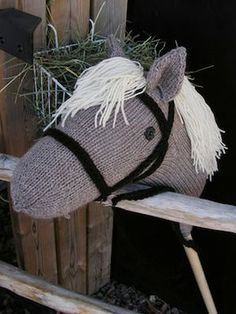 hobby horse - I like the bridle on this one Western Party Games, Western Parties, Stick Horses, Hobby Horse, Vintage Horse, Craft Day, Knitted Animals, Kids Party Games, Cute Toys