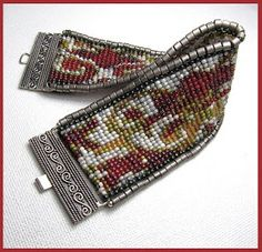 Beads Beading Beaded, with Erin Simonetti: Looming with Large and Small Beads Beading Projects, Beading Tutorials, Beading Patterns, Loom Bracelet Patterns, Bead Loom Bracelets, Embroidery Bracelets, Baubles And Beads, Loom Weaving, Bead Art