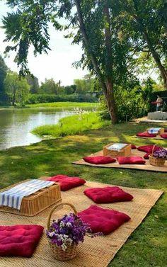 Backyard Picnic, Beach Picnic, Outdoor Cafe, Outdoor Living, Outdoor Decor, Picnic Decorations, Deco Restaurant, Romantic Picnics, Romantic Dinners