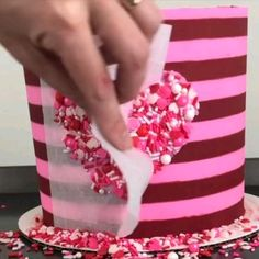 Cake Decorating Frosting, Cake Decorating Designs, Cake Decorating For Beginners, Creative Cake Decorating, Cake Decorating Videos, Birthday Cake Decorating, Cake Decorating Techniques, Cake Designs, Cookie Decorating