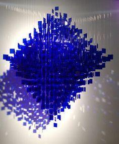 Polyedre Bleu, 2012, de Julio Le Parc
