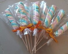 Spiedino di marshmallow a Unicorn Birthday Parties, Unicorn Party, Baby Birthday, Birthday Party Decorations, Snacks Für Party, Party Treats, Candy Theme, Candy Favors, Little Presents