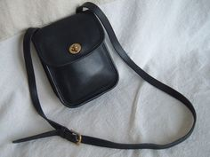 Vintage COACH USA 9978 Small Sidepack Black Glove-tanned Leather NICE!!   Coach  MessengerCrossBody 985469400f3e7