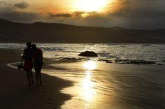 Explosión de amor en la orilla de la playa.
