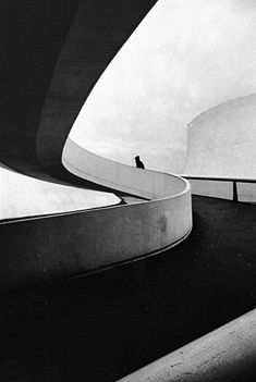 Le Volcan, Le Havre, by Oscar Niemeyer Stairs Architecture, Amazing Architecture, Architecture Details, Interior Architecture, Interior And Exterior, Concrete Architecture, Museum Architecture, Cultural Architecture, Interior Design
