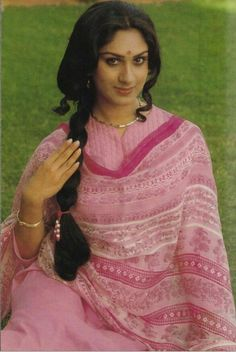 Minaxi saisadri 80s Fashion, Indian Fashion, Trendy Fashion, Beautiful Bollywood Actress, Beautiful Actresses, India Actor, Fashion Show Poster, Costumes Around The World, Bollywood Outfits