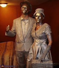 Living Statues - Homemade costumes for couples Diy Halloween Games, Halloween Costume Contest, Outdoor Halloween, Couple Halloween Costumes, Costume Ideas, Halloween Recipe, Women Halloween, Halloween Projects, Halloween Halloween