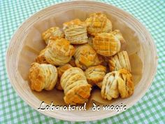 Pogaci cu jumari Snack Recipes, Snacks, Garlic, Chips, Vegetables, Desserts, Mai, Dessert Ideas, Food