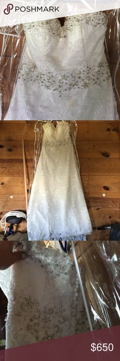 Beautiful beaded and lace wedding dress! Size 10/12 Wedding dress. Mori Lee 1913. Mori Lee Dresses Wedding