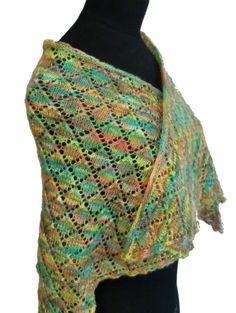 Skrytesjalet   Pakke med garn og oppskrift på sjal med hullmønster, strikket i Cabito