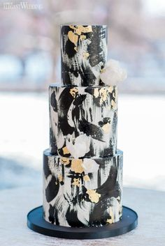 Black and Gold Wedding Cake, Black and Gold Brushstroke Wedding Cake, Painted Wedding Cake | Glam New Year's Eve Wedding Ideas | ElegantWedding.ca