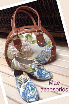 La colección Xi ( alegría ) sigue creciendo!!! Llegaron los bolsos!!! Trabajando en termos, tazas y libretas!!! Los encuentras en Zamora 132, col. Condesa, tel 52560199, en Avenida 23:24 Tabasco 330, col. Roma Norte Www.fengshui-monicakoppel.com.mx #accesorios #zapatos #mae #monicakoppel