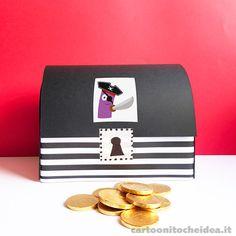 Sapete dove i pirati nascondono le loro monete d'oro? Nei forzieri! Vi sveliamo un segreto: per farne uno anche noi basta una semplice scatola di scarpe. - See more at: http://cartoonitocheidea.it/scheda.php?idProgetto=543  #CartoonitoCheIdea #Cartoonito #Kids #Bambini #Festa #Party #Carnevale #Carnival #Pirati #Pirates #Pirate #PartyKit
