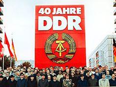 DDR                                                         WER  ZU SPÄT  KOMMT DEN BESTRAFT DAS LEBEN......Gorbatschow