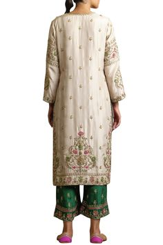 Buy Embroidered Silk Kurta Set by Sue Mue at Aza Fashions designerwear Beige straight Embroidery Suits Punjabi, Embroidery Suits Design, Couture Embroidery, Embroidery Fashion, Indian Designer Outfits, Indian Outfits, Emo Outfits, Pakistani Dress Design, Pakistani Suits