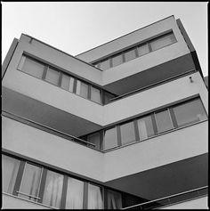 Administrative building for Mostárne Brezno, Bratislava, Slovakia. (Arch. Vladimír Dedeček, 1967-72) Bratislava, Modernism, Arches, Guns, Stairs, Home Decor, Weapons Guns, Modern Architecture, Stairway