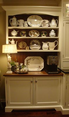 Beautiful built-in hutch at one end of a large kitchen - Home Decor Pin Kitchen Hutch, Kitchen Decor, Kitchen Nook, Kitchen Shelves, Built In Hutch, Interior Design Kitchen, Kitchen Designs, My New Room, Home Kitchens