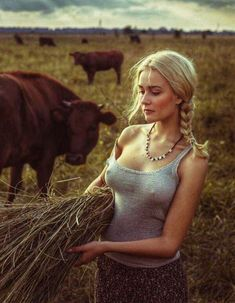 Portrait Photograph - Untitled by David Dubnitskiy Hot Country Girls, Hot Girls, David Dubnitskiy, Corpo Sexy, Lady, Femmes Les Plus Sexy, Girls Without, Girl Photos, Gorgeous Women