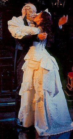 The Phantom of the Opera A szerelmem voltál, a szerelmem vagy, a szerelmem leszel és szeretve, szeretve vagy. Ezt én mondom akinek el hieted, aki tudja hogy milyen volt nélküled!