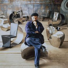 Ron Arad, sitting on Big Heavy in the background Rietveld Chair and Little Heavy © Vitra Archive Ron Arad, Vitra Design Museum, 3d Design, Icon Design, Rietveld Chair, Steel Furniture, Modern Furniture, Furniture Design, Tubular Steel