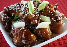 INGREDIENTS : 5 skinless, boneless chicken breast halves, cut into pieces 1 tablespoon soy sauce 1/2 cup all-purpose flour 1/2 teaspoon black pepper 1/3 cup honey 1/3 cup teriyaki sauce 1/4 teaspoon of red pepper flakes 1/4 teaspoon garlic salt 1/8 teaspoon ground ginger 2 tablespoons toasted sesame seeds 2 tablespoons vegetable oil Dash of …