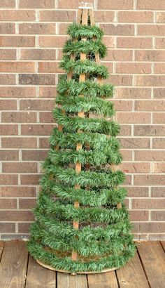 30 Ideas Outdoor Christmas Tree Decorations Chicken Wire For 2019 Outdoor Christmas Tree Decorations, Gingerbread Christmas Decor, Wall Christmas Tree, Diy Christmas Lights, Noel Christmas, Simple Christmas, Christmas Crafts, Christmas Ornaments, Christmas Wreaths
