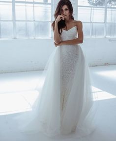 T R U N K S H O W // On now at @oneandonlybridalboutique . Featuring gowns from the BESPOKE, DYG, WILD HEARTS & KWH by KAREN WILLIS HOLMES Collections. In the showroom January 27- February 5th only! Book your appointment via their website or by calling the boutique! @kwhbridal Reposted Via @kwhbridal