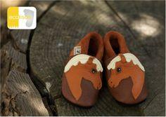 ecotisos - patucos y zapatos infantiles de suela blanda - hechos de cuero ecológico - modelo CABALLO