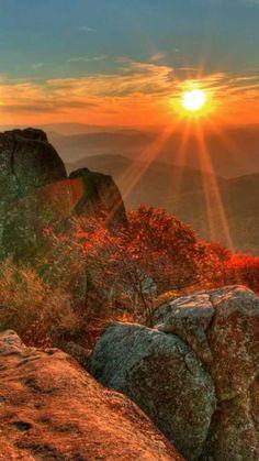 Tauchen Sie in die Natur ein, genießen Sie die wunderschönen Ausblicke und bewundern Sie lokale Kultur und Geschichte des Erzgebirges. http://wandeleninsaksen.nl/home-de/