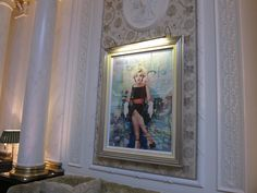 #Marilynmonroe hanging out at the #savoy on Day 25's #walk through #London #congestionzone