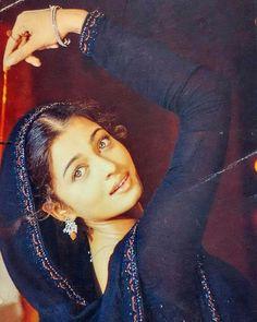 #muvyz052617 #BollywoodFlashback #Diva #AishwaryaRaiBachchan 😍#muvyz #instadaily #instagood #instapic Aishwarya Movie, Aishwarya Rai Pictures, Aishwarya Rai Photo, Actress Aishwarya Rai, Aishwarya Rai Bachchan, Deepika Padukone, Beautiful Bollywood Actress, Most Beautiful Indian Actress, Most Beautiful Women