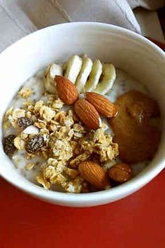バナナとアーモンドのオートミール 朝食の画像