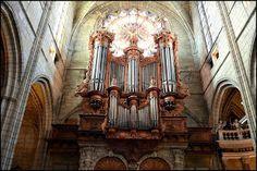 """cathédrale St Nazaire à Beziers  Le grand orgue de facture flamande de la première moitié du XVIIe fait partie  des """"Sept Merveilles Organistiques"""" de l'Hérault."""