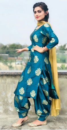 Image may contain: 1 person Patiala Suit Designs, Kurta Designs Women, Salwar Designs, Kurti Designs Party Wear, Dress Indian Style, Indian Dresses, Indian Outfits, Indian Wear, Punjabi Fashion