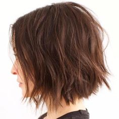 Choppy bob is sexy, easy to style. Recently, choppy bob haircut is the popular short hairstyle. Check out these chic choppy bob hairstyles for inspiring. Wavy Bobs, Blonde Bobs, Choppy Bobs, Short Bobs, Choppy Bob Hairstyles, Short Hairstyles For Women, Bob Hairstyles 2018, Pretty Hairstyles, Medium Choppy Bob
