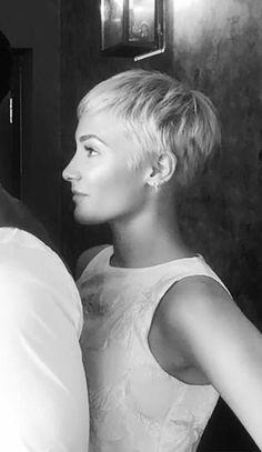 Just because Platinum Blonde Hair Blonde Haircuts, Short Pixie Haircuts, Pixie Hairstyles, Short Hair Cuts, Haircut Short, Short Blonde Pixie, Super Short Hair, Corte Y Color, Platinum Blonde Hair