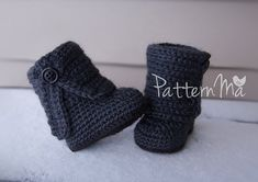 Crochet baby boot pattern pdf fold over button Crochet Baby Boots Pattern, Crochet Baby Booties, Crochet Patterns, Crochet Baby Stuff, Baby Shoes Pattern, Fold Over Boots, Baby Patterns, Baby Knitting, Couture