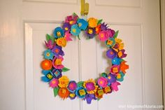 Egg Carton flower wreath (maybe make a bit more simple) Kids Crafts, Crafts For 3 Year Olds, Easter Crafts, Arts And Crafts, Egg Box Craft, Egg Crates, Egg Carton Crafts, Diy Ostern, Boutique Bows